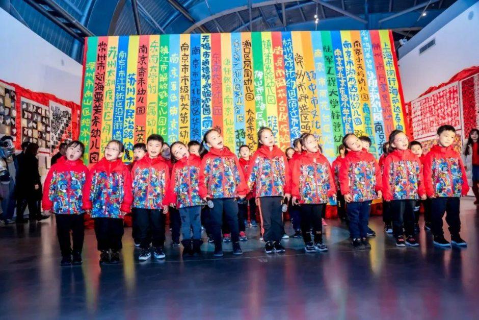 """""""世界是纸做的""""江苏万名儿童创意美术双年展隆重举行"""
